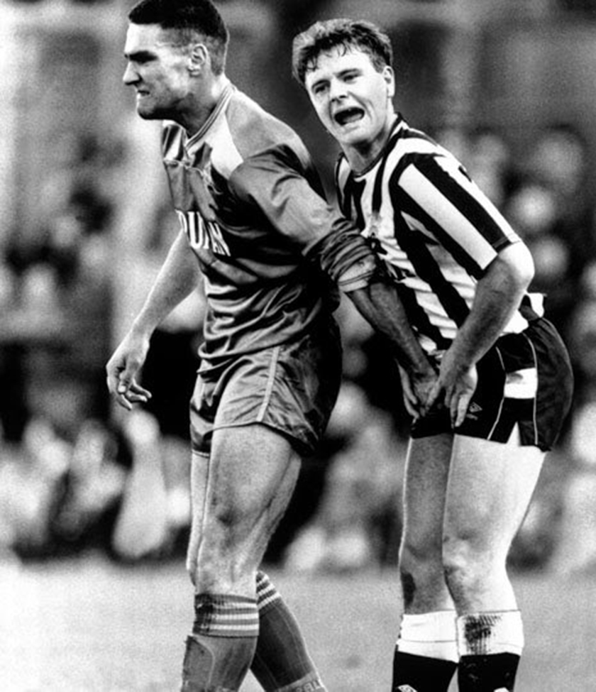 Vinnie_jones_grabbing